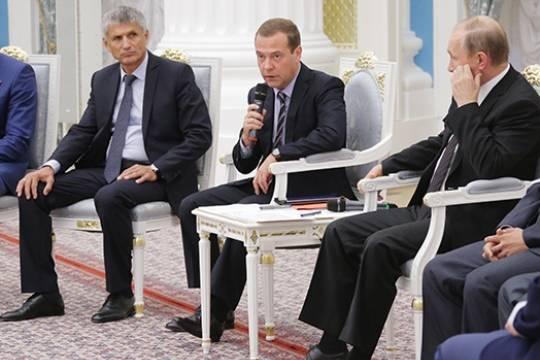 Медведев предложил сделать программу благоустройства дворов общефедеральной