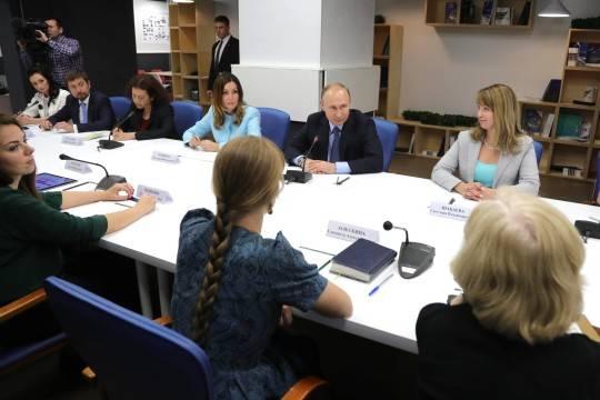 Путин поручил отыскать бюджетные средства напродвижение цельного сайта оволонтерах