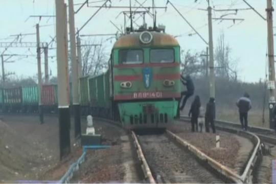 Украинские радикалы сняли блокаду железной дороги из Российской Федерации